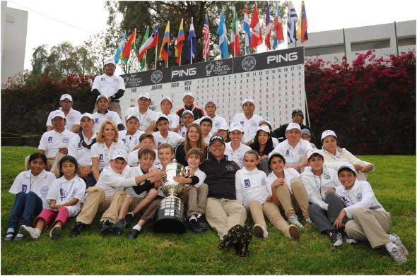 Ted Purdy poses with volunteers at the Mexican Open
